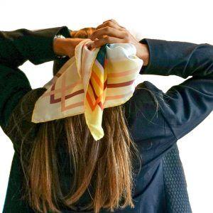 Pañuelo grande en el pelo