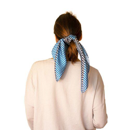 Pañuelo de seda azul